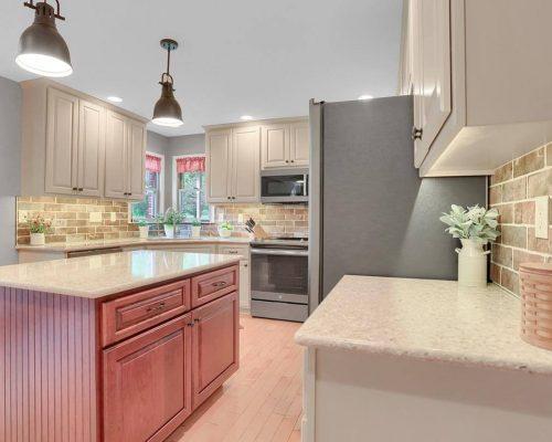 Brick Backsplash kitchen quartz countertop