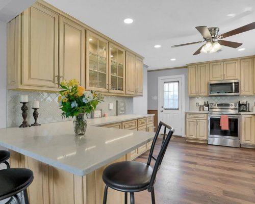 Glazed Finish kitchen peninsula